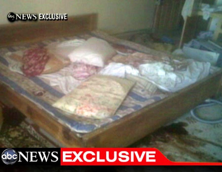 Cama na casa de Bin Laden apresenta manchas de sangue no chão