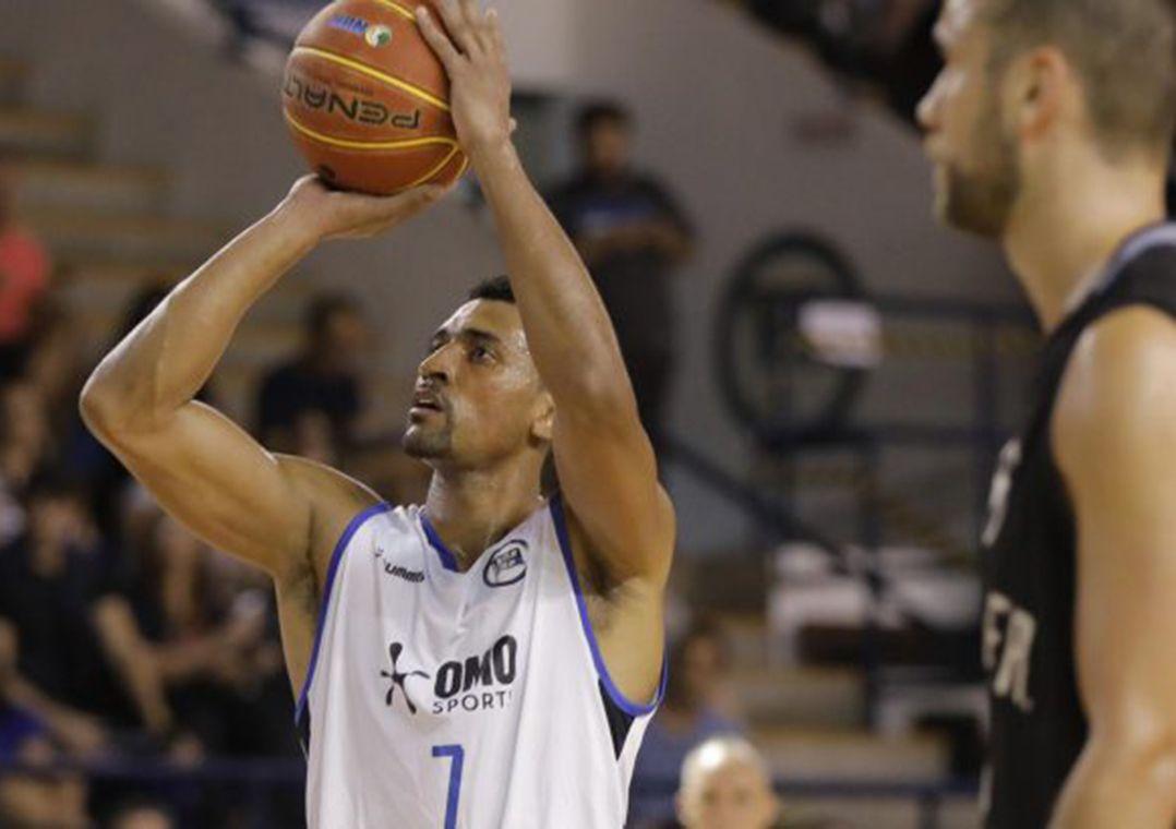 Pinheiros 'demite' equipe de basquete por correspondência