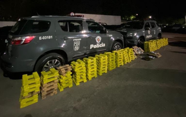 PM prendeu cinco pessoas e quase meia tonelada de drogas / Divulgação/Polícia Militar