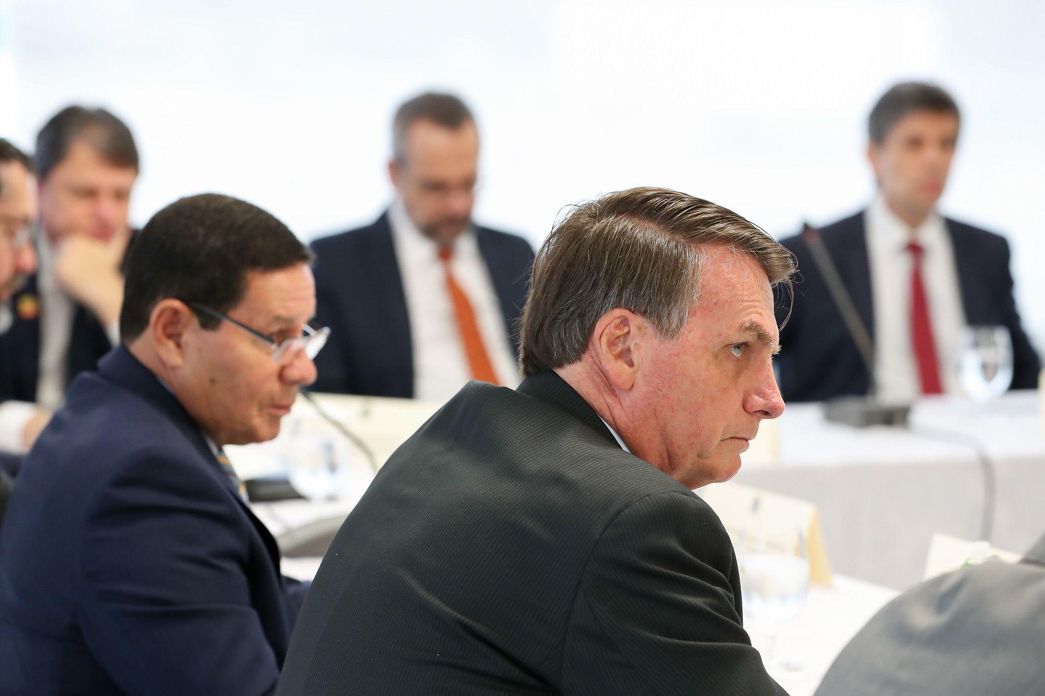 Vídeo de reunião ministerial revela ofensas diretas a adversários, com xingamentos e palavrões