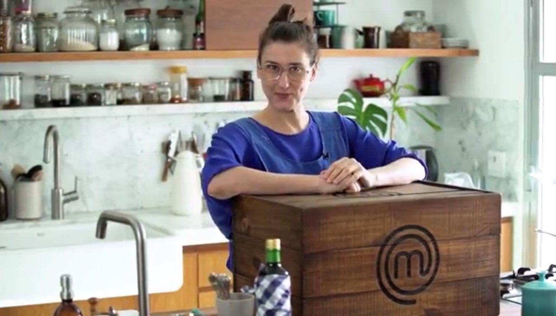 Paola faz entrada, prato principal e sobremesa com caixa misteriosa