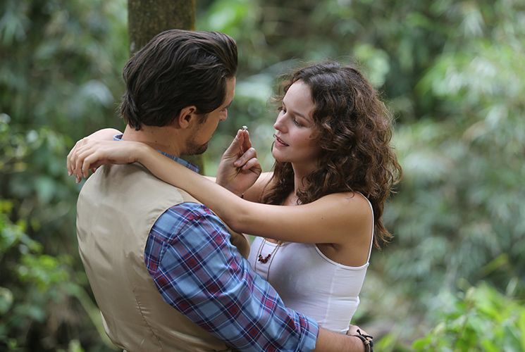 Marlene oferece ajuda a Vera para separar Bia e Jorge