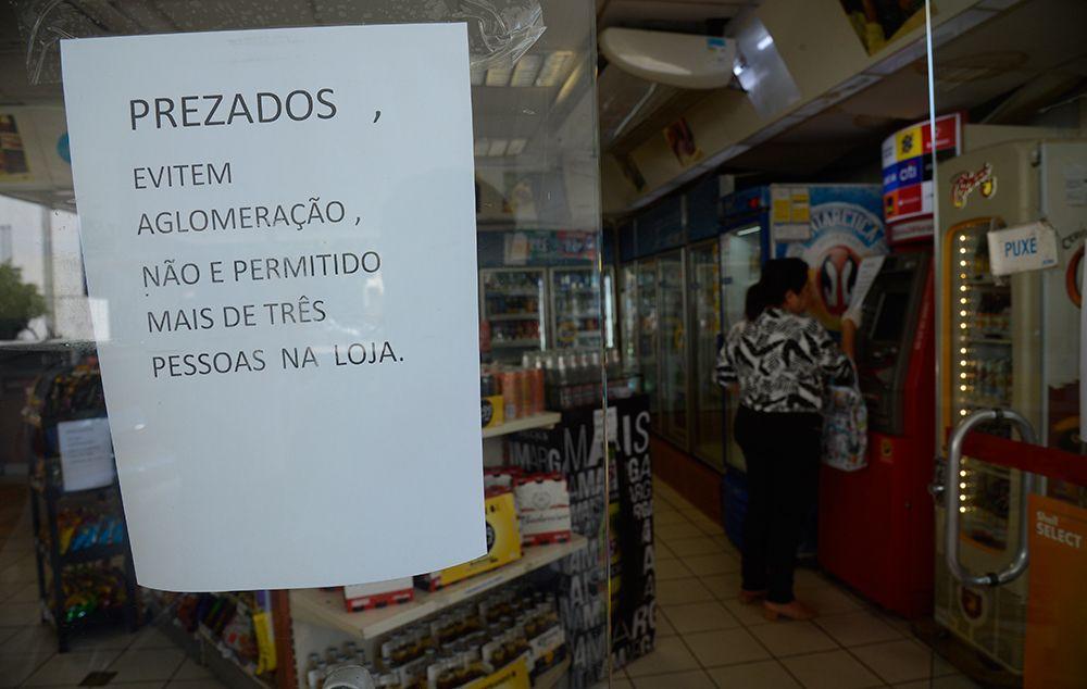 São Paulo volta à fase amarela; comércio e serviço retomam atividades