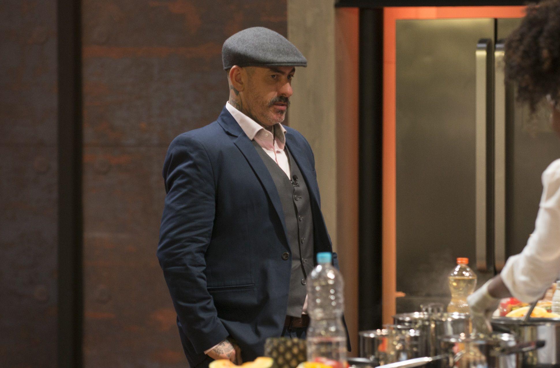 """""""Ajude os pequenos restaurantes a se manterem vivos"""", pede Fogaça"""