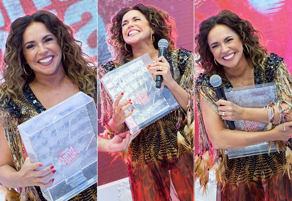 Daniela Mercury recebe o Troféu Band Folia