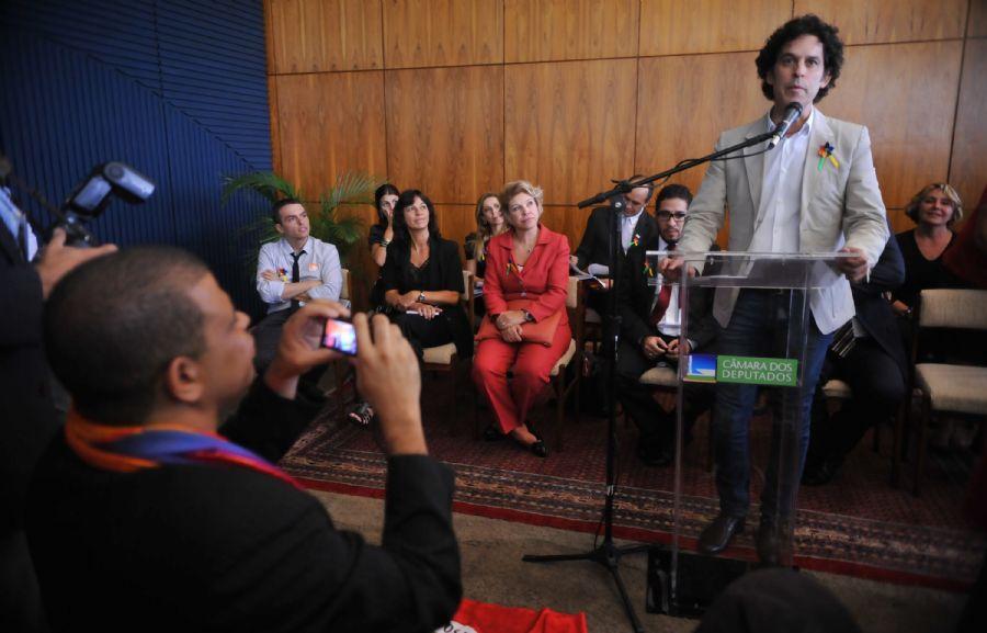 Parlamentares durante o  lançamento da Frente Parlamentar Mista pela Cidadania LGBT, dia 29/03