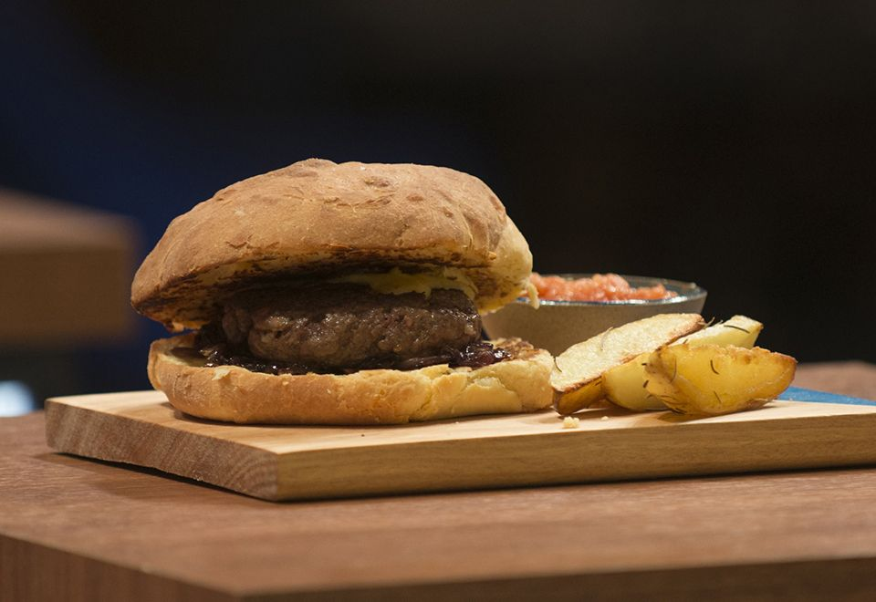 Tamanho de hambúrguer de Anna Paula no MasterChef impressiona e gera memes