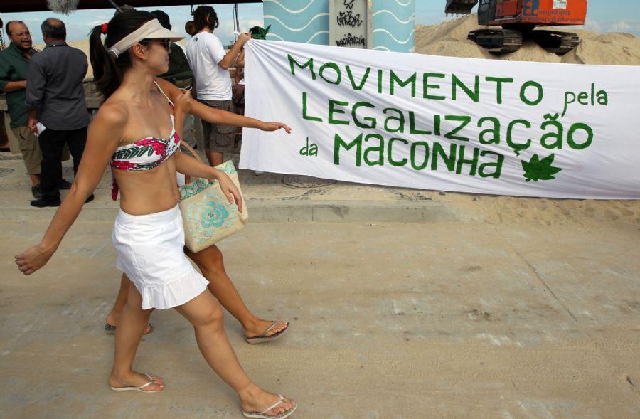 O advogado do movimento, André Barros, conseguiu um habeas corpus para que ninguém fosse preso durante a manifestação de hoje