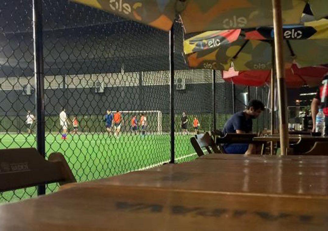 Imagem mais compartilhada Complexo de quadras de futebol society desrespeita quarentena e funciona normalmente em SP