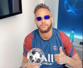 Imagem mais compartilhada Neymar e jogadores festejam após classificação na Champions