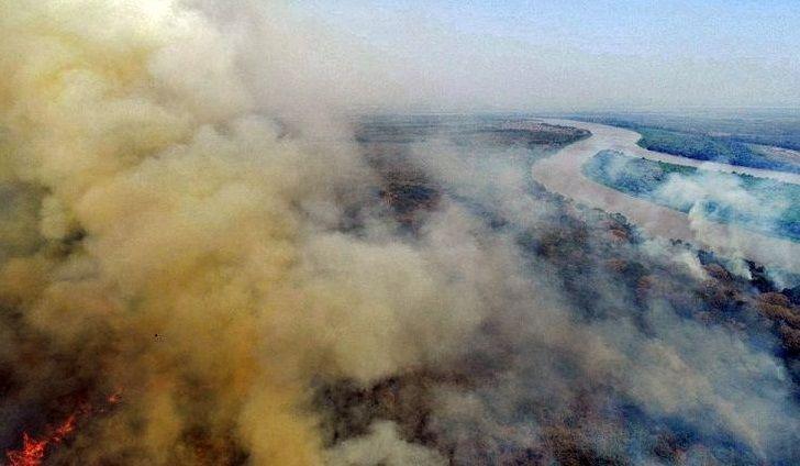 """Incêndio no Pantanal tomou """"proporção gigantesca"""", admite Salles"""