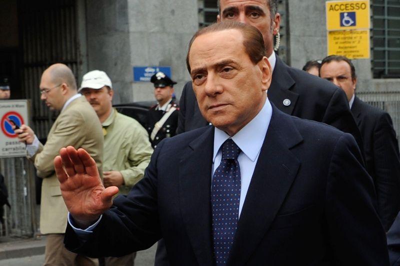 Berlusconi demonstrou indignação com decisão brasileira sobre extradição