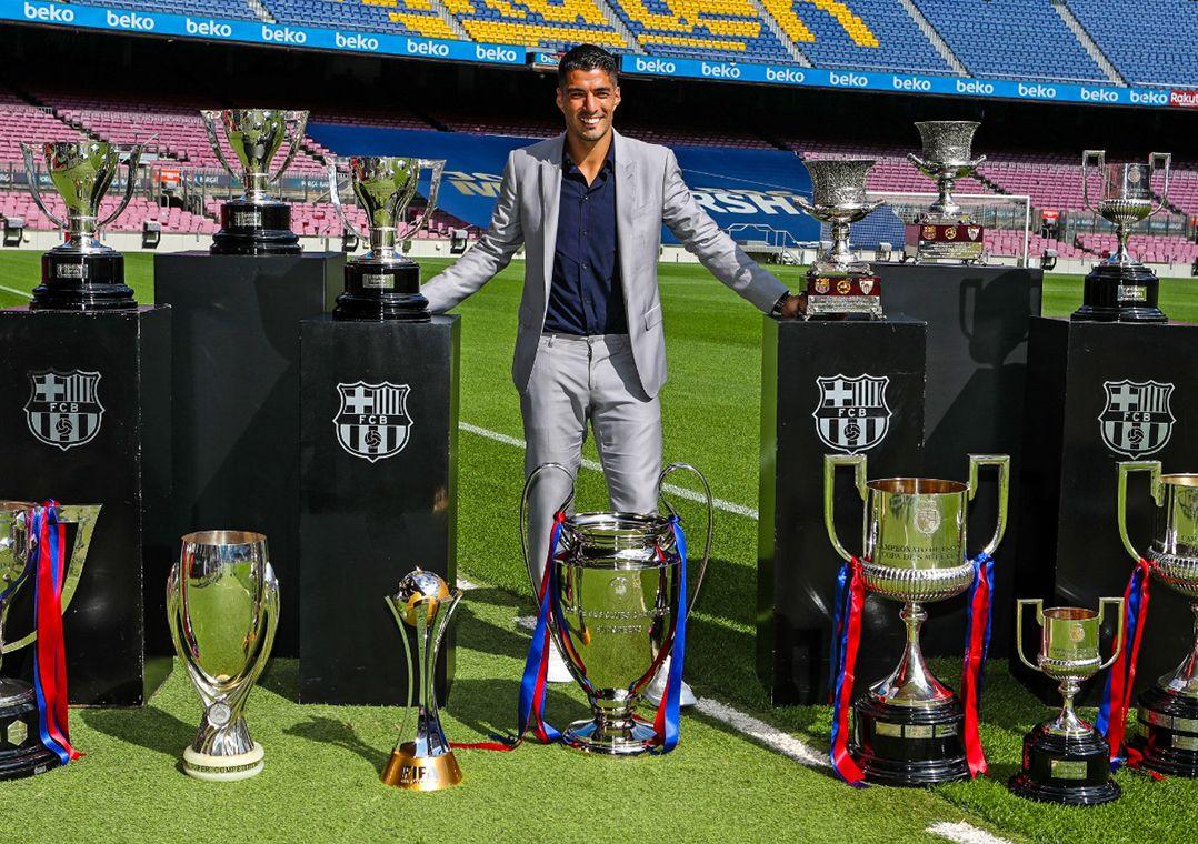 Emocionado, Suárez se despede do Barça rumo ao Atlético de Madrid