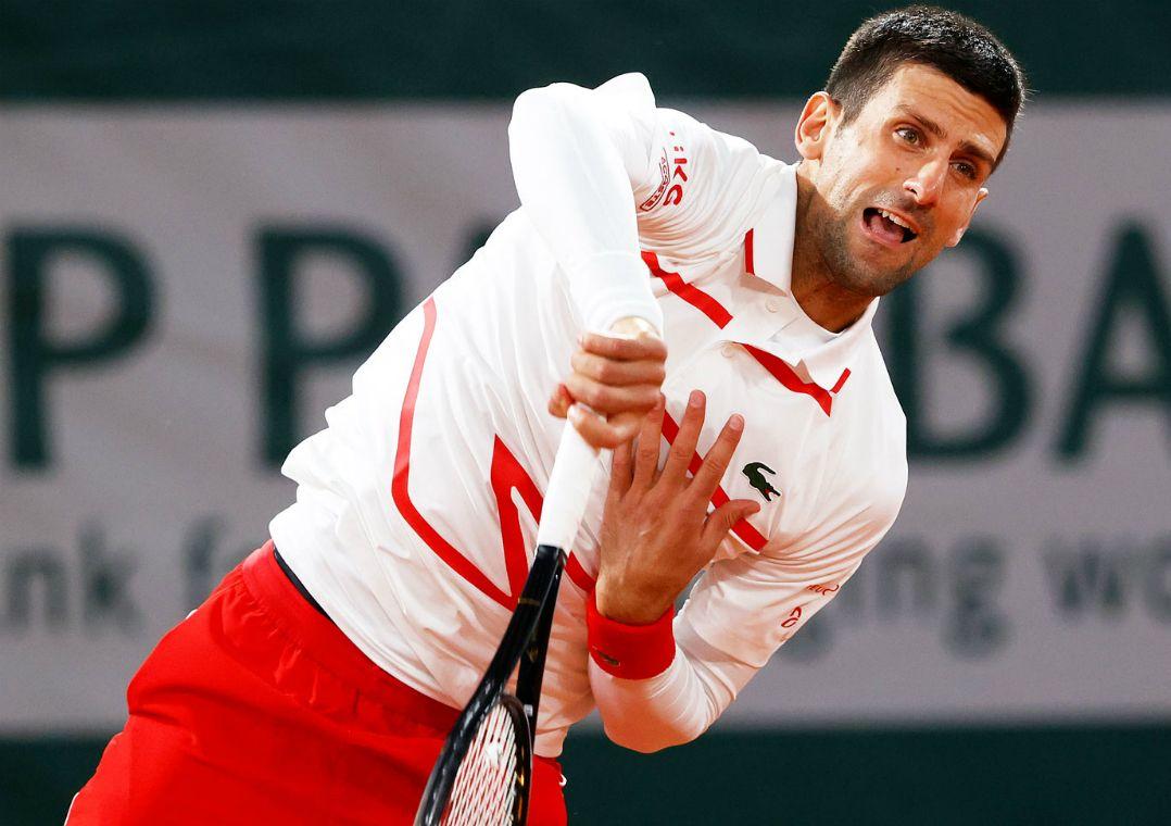 Djokovic aplica pneu e atropela sueco na estreia