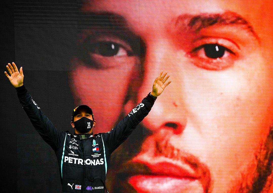 Hamilton faz história ao superar recorde de vitórias de Schumacher