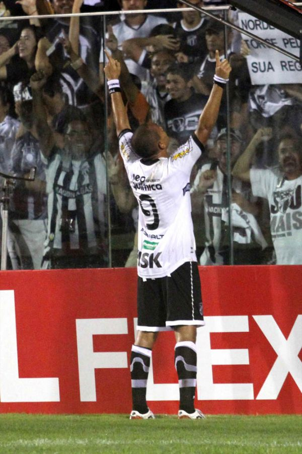 Washington entrou no time titular na véspera do jogo e marcou os dois gols do empate que classficou o Ceará no Presidente Vargas