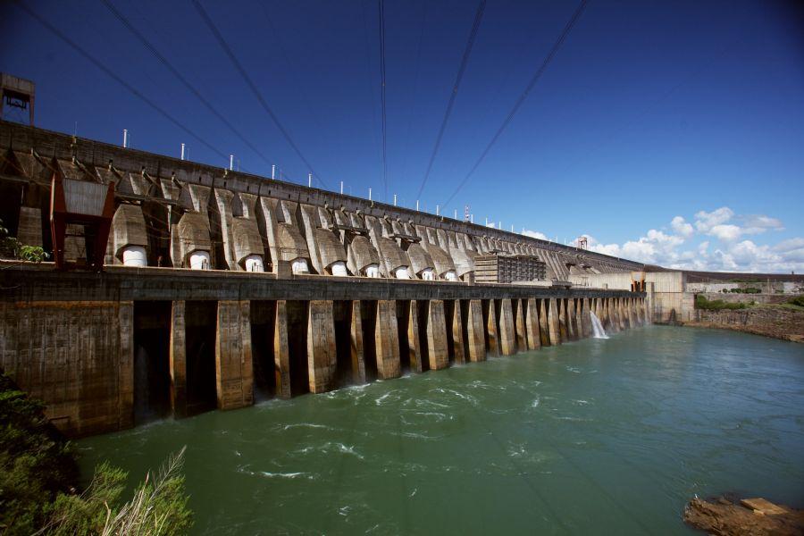 Como o Paraguai consome apenas 5% da energia de Itaipu, vende o restante ao Brasil