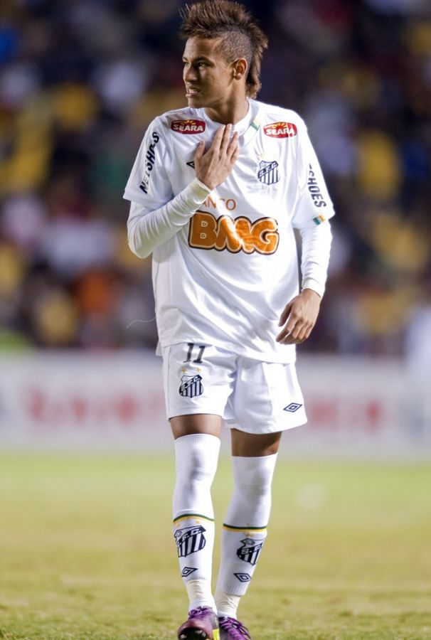 Neymar deve pedir exame de DNA para assumir patenidade