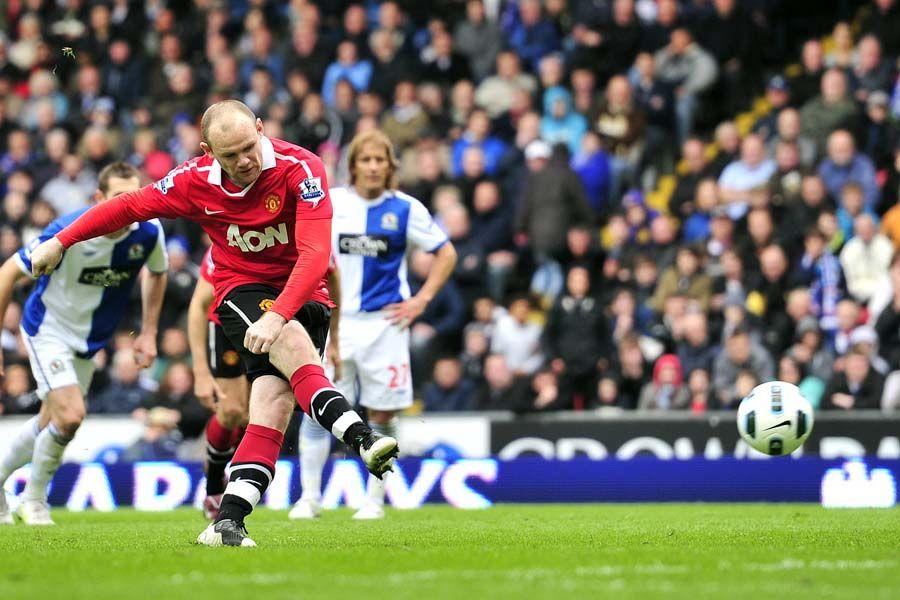 Rooney converteu o pênalti e empatou o jogo