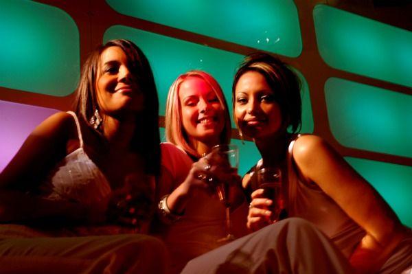 Mulheres do Reino Unido tem diversas opções para a festa
