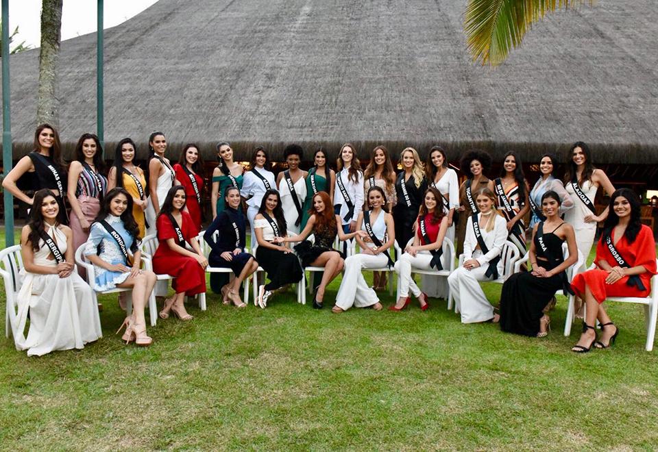 Candidatas ao Miss Brasil chegam a resort em Mangaratiba