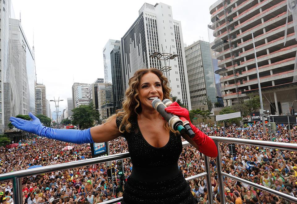 Daniela Mercury atrai multidão em São Paulo