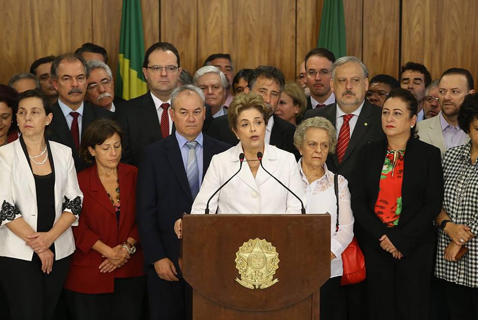 Dia histórico: Dilma é afastada do poder