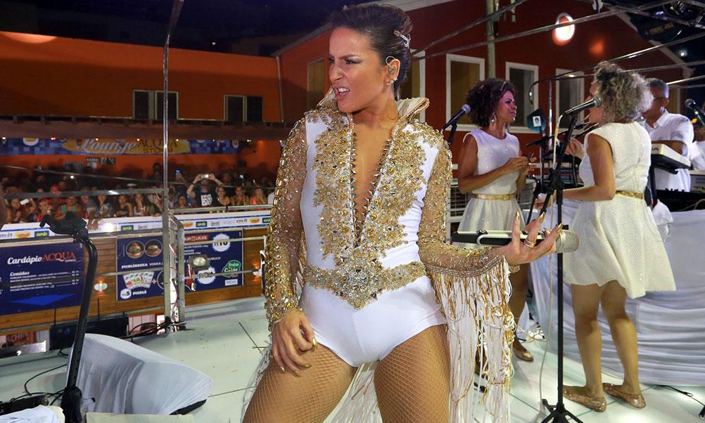 Claudia Leitte arrasta multidão no circuito Barra-Ondina, Salvador