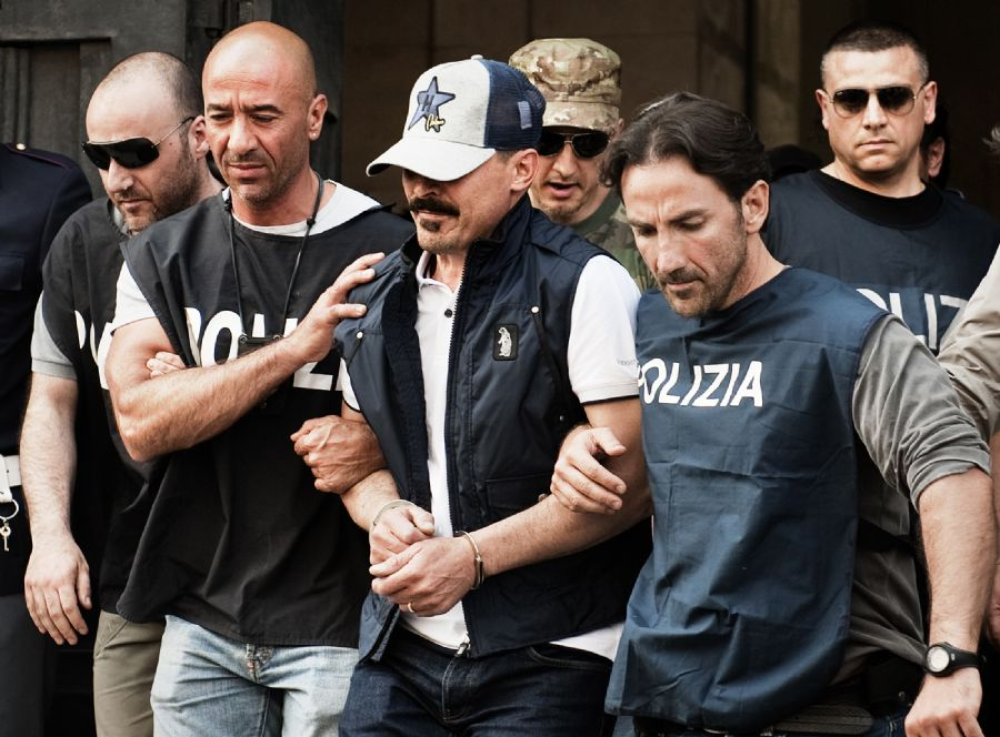 Apontado como chefe de máfia italiana e foragido há nove anos, Giuseppe DellAquila é preso em Nápoles