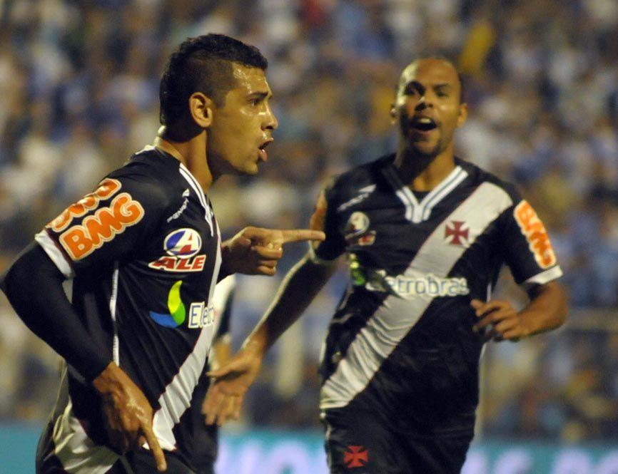 Diego Souza comemora com Alecsandro: dupla funcionou e colocou o Vasco na final