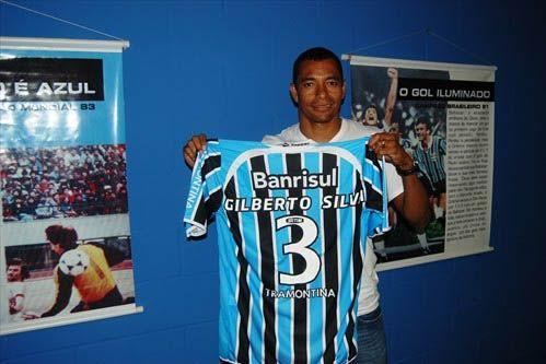 Gilberto Silva com a camisa do Grêmio: número 3 em homenagem ao pai