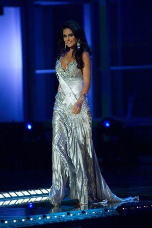 Natália Guimarães foi eleita a segunda mulher mais bela do Universo com vestido de Alexandre Dutra