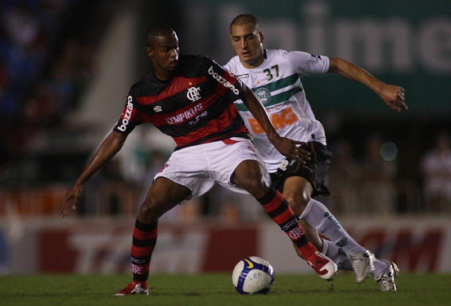 Airton em ação pelo Flamengo em 2009
