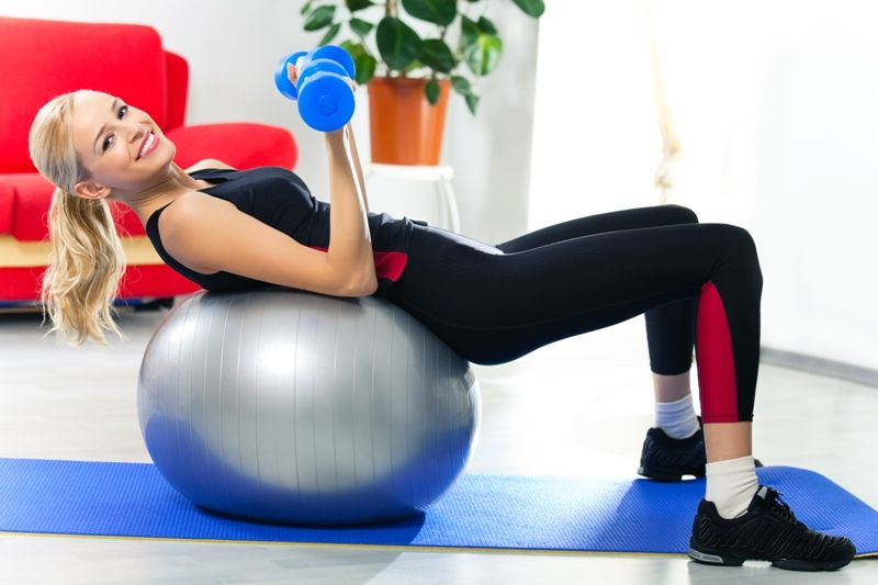 Pilates conecta o corpo com a mente, por isso costuma ser muito eficiente e animador / Foto: vgstudio/ Shutterstock