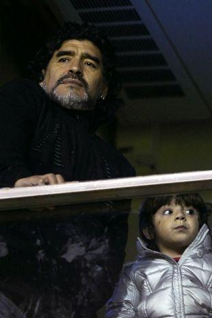 Maradona estava no carro com sua esposa, Verônica / Foto: Alejandro Pagni/AFP