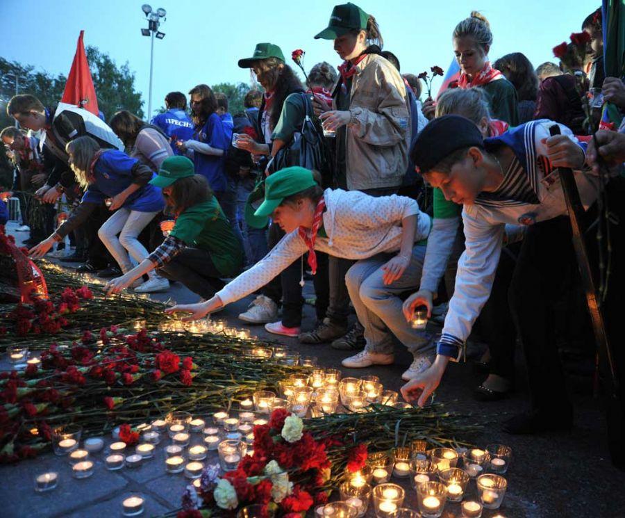População faz homenagens em frente ao Túmulo do Soldado Desconhecido