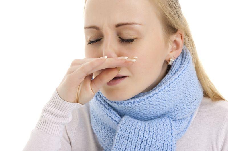 Fatores icomo o ar poluído e a poeira doméstica são suficientes para a pessoa espirrar, diz especialista / Vladislav Pavlovich /Shutterstock