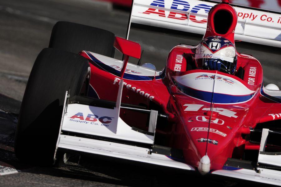 Vitor Meira é o único piloto da AJ Foyt em 2011. Equipe vai seguir com a Honda e poderá ter segundo carro no ano que vem / Robert Laberge/AFP
