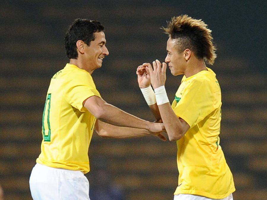 Ganso e Neymar montaram times semelhantes / Rodrigo Buendia/AFP