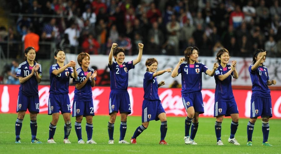 Japonesas vibram após converterem cobrança de pênalti / Christof Stache/AFP