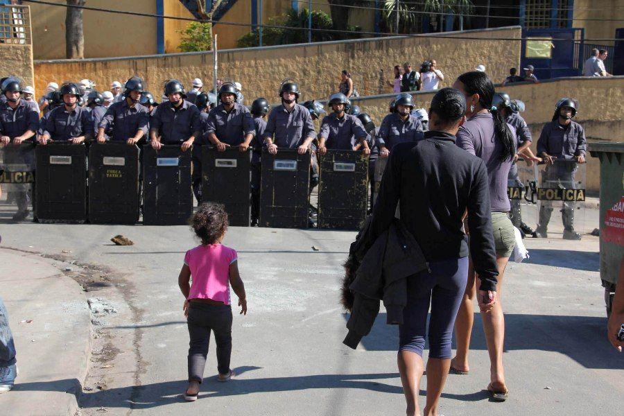 Reintegração reuniu mais de 300 policiais, além de bombeiros e helicóptero Águia / Foto: Diogo Moreira/Futura Press
