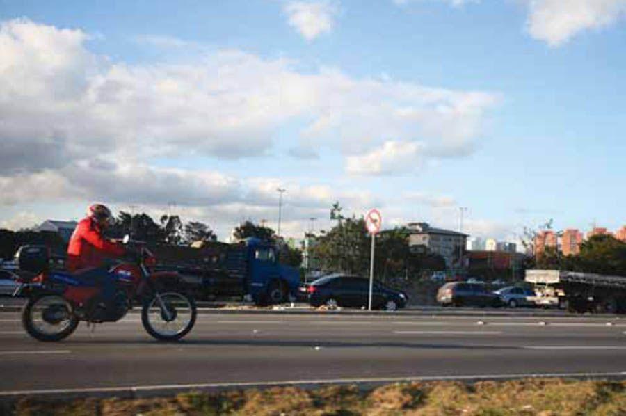 Motociclistas terão pouco tempo para se adaptar, segundo sindicato / André Porto/ Metro