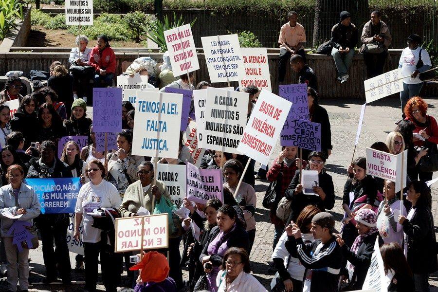 Resultado de imagem para PROTESTO CONTRA A LEI MARIA DA PENHA