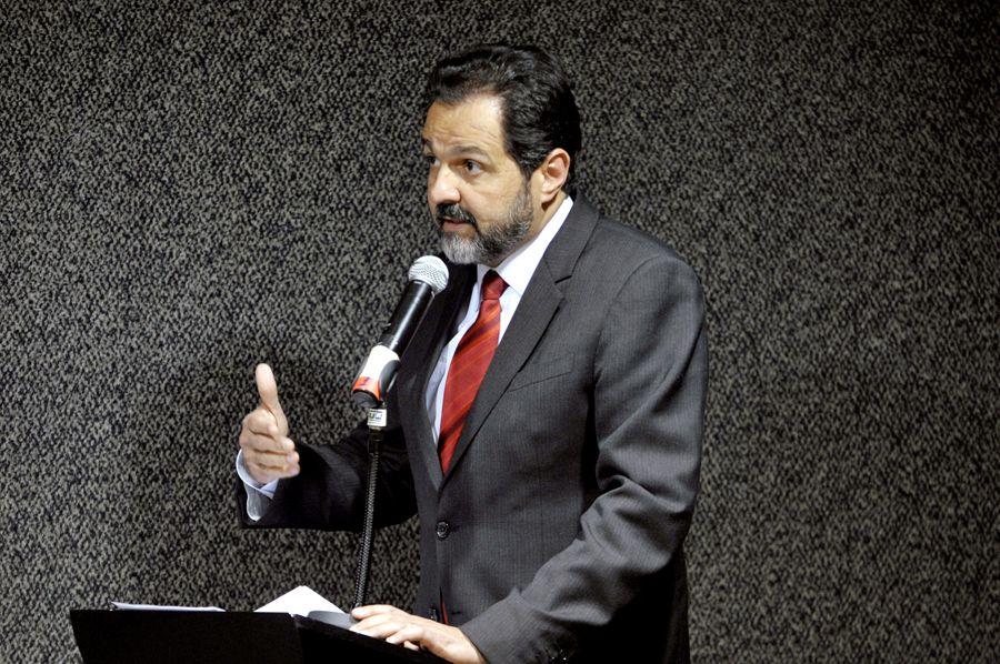 Governador Agnelo Queiroz é apontado como autor de fraudes quando era ministro do Esporte / Renato Araújo/ ABr