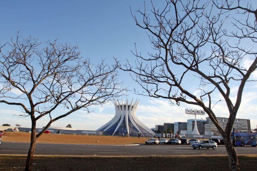 Vegetação seca na Esplanada dos Ministérios, em Brasília, nesta segunda-feira / Foto: Foto: Andre Dusek/Agência Estado/AE