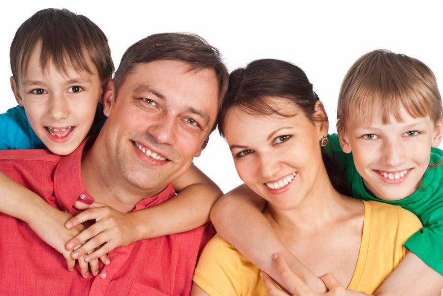 Psicólogos lembram que não é a contração dos músculos da face que trazem os benefícios, mas sim as emoções provocadas pelo ato / Shutterstock