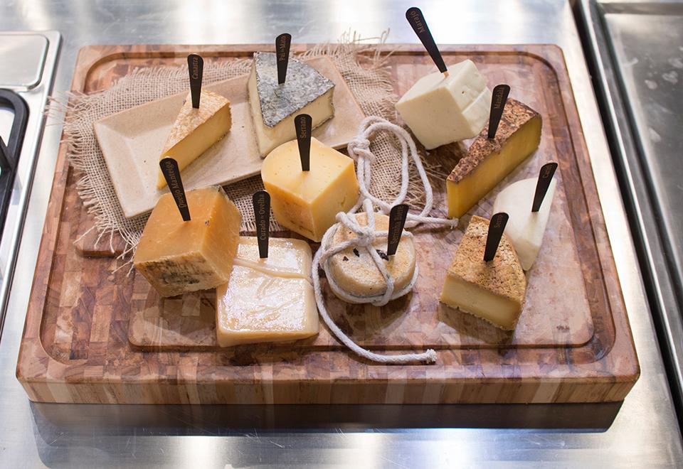 Cozinheiros enfrentam Caixa Misteriosa de queijos