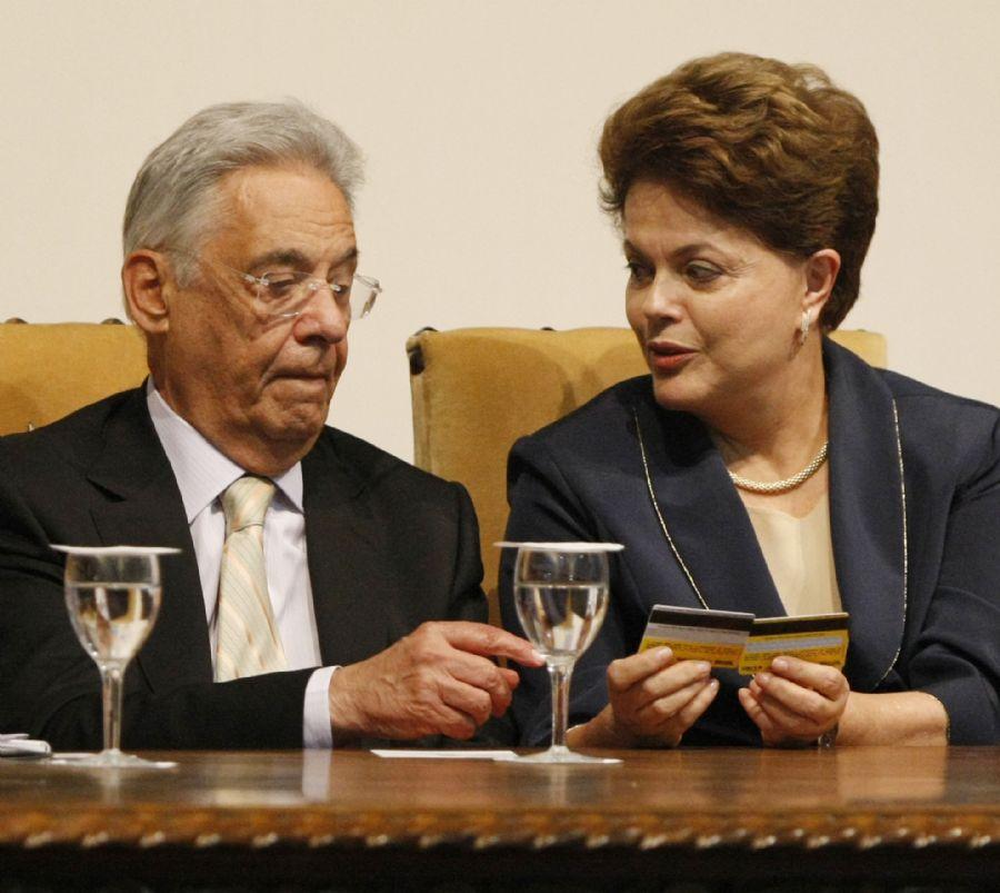 Dilma encontra o ex-presidente Fernando Henrique Cardoso durante o evento / Nilton Fukuda/ AE