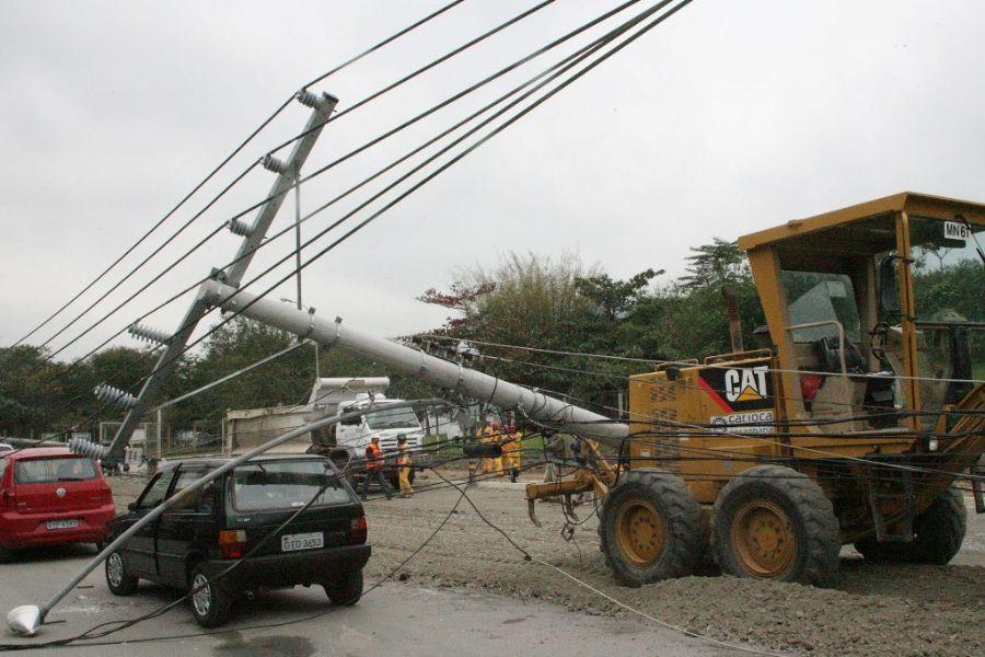 Trânsito foi bloqueado nos dois sentidos para remoção dos motoristas / Jadson Marques/Ae/Ae