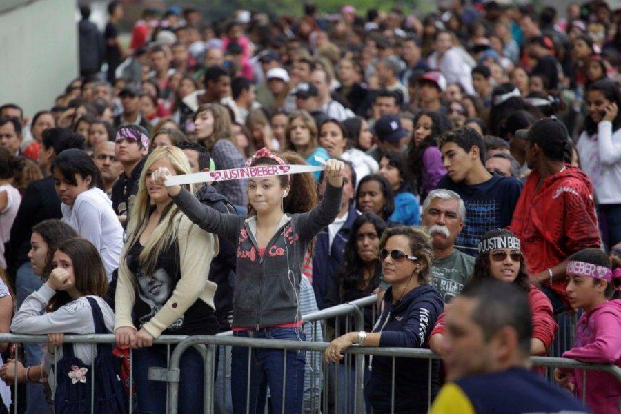 Fãs se aglomeraram nesta sexta-feira para comprar ingressos em São Paulo / Nelson Antoine/AE
